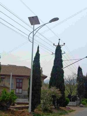 日产改造废旧汽车电池 直接变成太阳能环保路灯