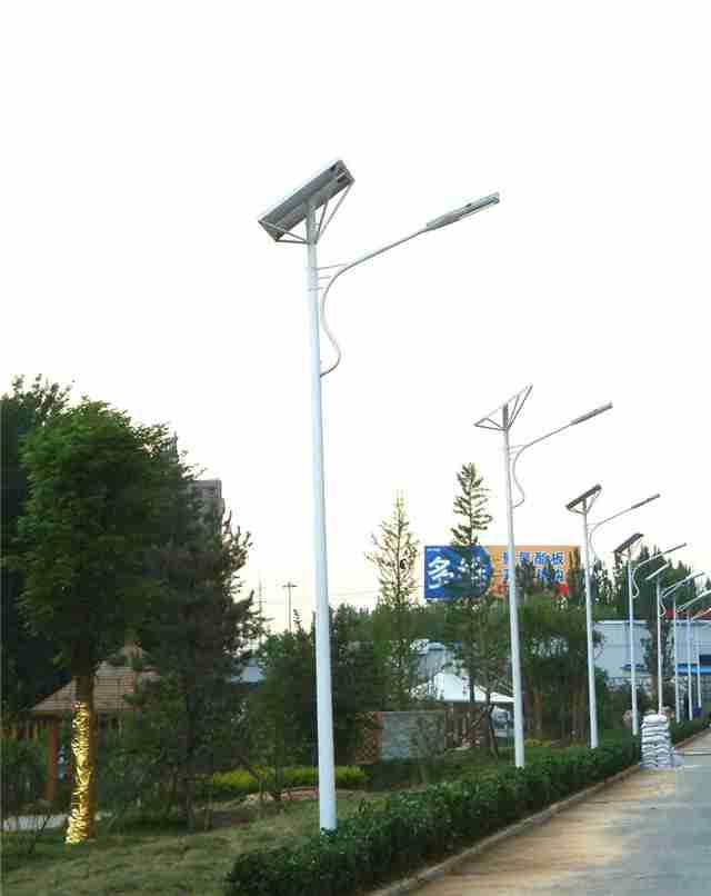 70盏太阳能路灯在李家沱其龙村上岗 不用电也能照到天亮