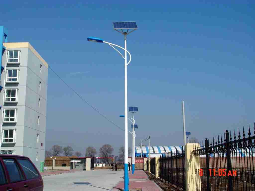 达州老乡出资12万82盏路灯照亮村道 村里娃放学回家不再摸黑了
