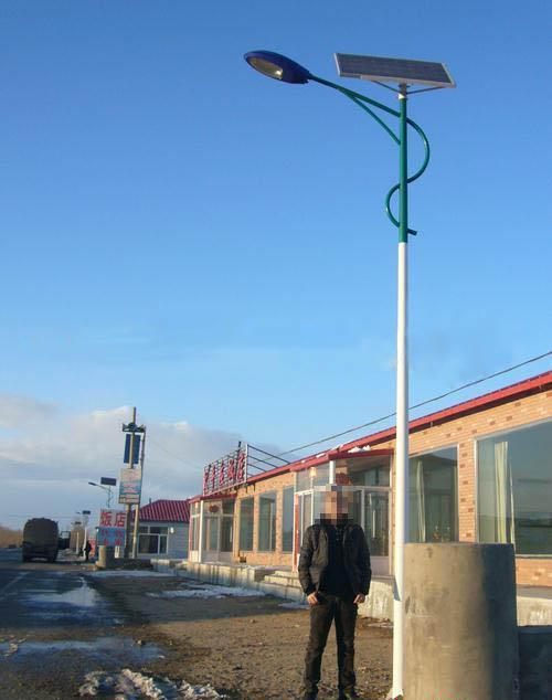 市电路灯戴上新帽子摇身一变成太阳能路灯