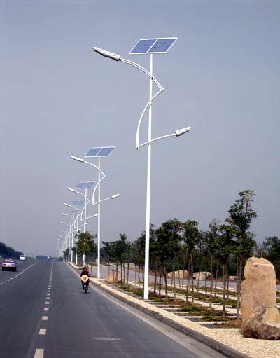 村里的太阳能路灯亮了