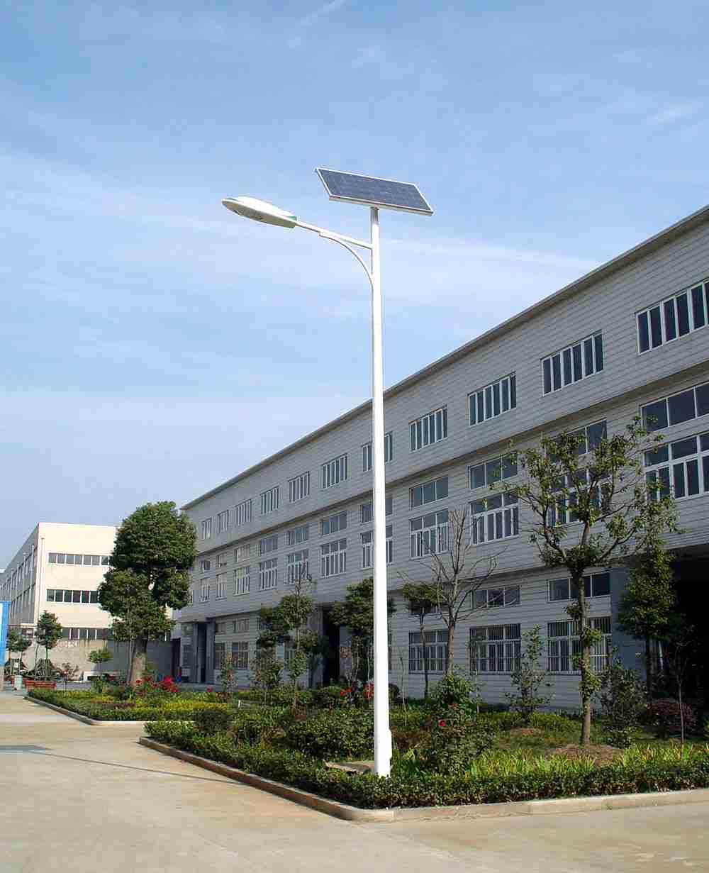 太阳能路灯与普通路灯优势对比